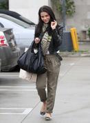 http://img183.imagevenue.com/loc114/th_39993_Jenna_Dewan_visits_Naimies_Beauty_Center5_122_114lo.jpg