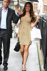 Kelly Brook leggy and cleavagy out and about shopping candids in London - Hot Celebs Home