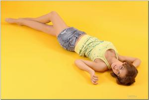 http://img183.imagevenue.com/loc462/th_279127945_tduid300163_sandrinya_model_denimmini_teenmodeling_tv_096_122_462lo.jpg
