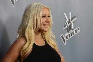 [Fotos+Videos] Christina Aguilera en la Premier de la 4ta Temporada de The Voice 2013 - Página 4 Th_398570752_Christina_Aguilera_01_122_494lo