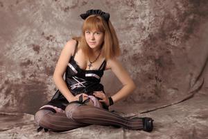 http://img183.imagevenue.com/loc529/th_232622421_Silver_Sandrinya_maid_3_049_122_529lo.jpg