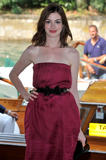 http://img183.imagevenue.com/loc572/th_43083_Anne_Hathaway_arrives_at_the_Excelsior_Hotel_Venice-02_122_572lo.jpg