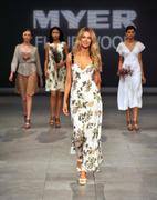 Дженифер Хокинс, фото 1532. Jennifer Hawkins Mercedes Benz Fashion Festival, Sydney - 25/08/11*MQ, foto 1532,