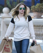 http://img183.imagevenue.com/loc584/th_834335880_Hilary_Duff_shops_at_Ralph_s_in_Beverly_Hills9_122_584lo.jpg